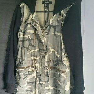 Forever 21 Camouflage Jacket Size Small